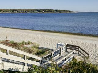 New Renovation, Wine Country Cottage, Water Views, Cutchogue