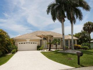 Villa Evelyn with boat dock in Cape Coral
