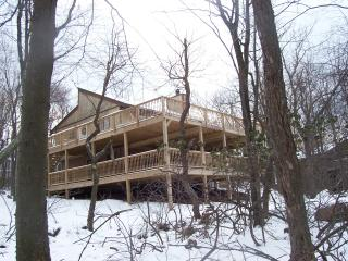 Pocono Mt View Home Sleeps 12, Hot Tub, Pool Table, Lago Harmony
