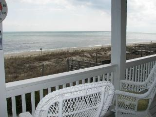 SUMMER SALE! Oceanfront 3000 sqft House,Wifi,Grill, Kure Beach