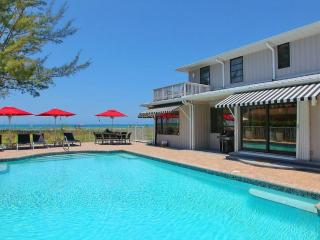 Beachfront Villa w/ Private Pool & Stunning Views!, Longboat Key