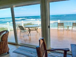 Waverider Beach Bungalow - oceanfront home, Haleiwa