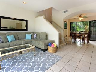 Napili Gardens Getaway #12- Short walk to Napili Bay Has AC! Spacious!