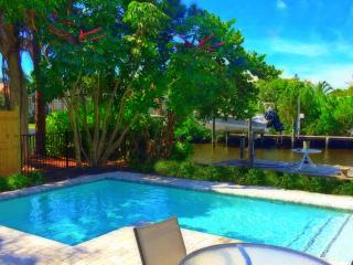 Sophie's Quartier- 6BR/5.5 BA Complex, 2 Heated Pools, Beach Access [Sleeps 16]