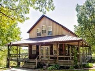 Charmingly Country, Quiet, with Pool, Macks Creek