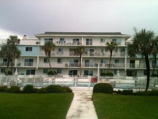 Heaven Sent, Ground Floor Oceanfront Sleeps 4