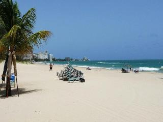tdOverlooks Gorgeous Beach-Walk to Restaurants