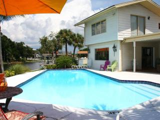 Dolphins Bay to Gulf Gilligan's Island House 2 masters, Pool, Golf, Fish, Relax, Tampa