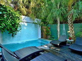 6 bedroom Duval Street Compound - Pool, Hot Tub, 2 parking spots - A++ Location