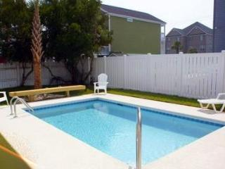 Newer Construction/Steps to Beach, Private Pool, Surfside Beach