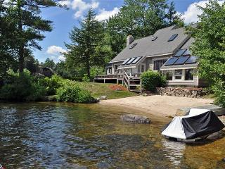 Winnipesaukee W/F with 4 BR, 3 BA & Sand Beach!, Moultonborough