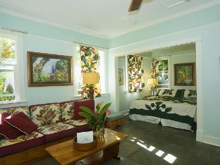 Iao Valley Inn; Private Cottage/Gazebo on 37 Acres, Wailuku