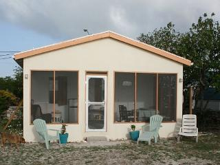 Delightful, Quiet Beachfront Cottage, Grand Turk