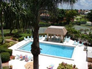 Marco Condo Less Than 500 Feet to South Beach!!, Isla Marco