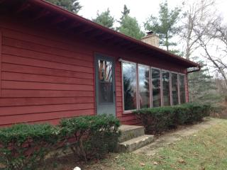 Red Cardinal 1st Choice Cabin Rentals Hocking Hills between Logan & Athens