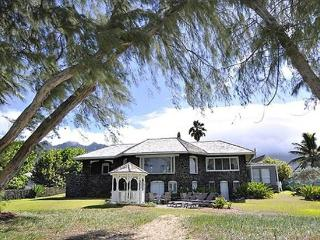 Pele's Lava House -beachfront, weddings welcome, Waimanalo