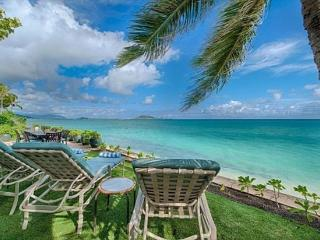 Walker Beach House-historic,beachfront,great views, Kailua