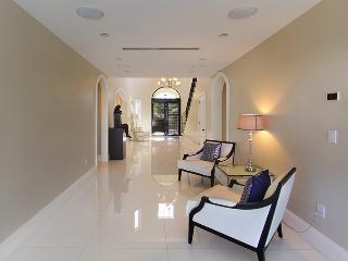 Stunning 6BR Villa Venetia, Miami Beach