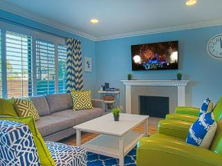 Suite Escapes 8! Walk to Disney/Cc! Pool!, Anaheim
