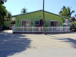 Beautiful 2 Bedroom Duck Key Duplex