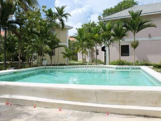 Private Pool & Upscale Gated Vacation Rental Home, Nassau