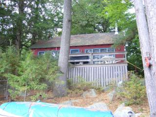 Winnipesaukee Waterfront - Charming Cottage