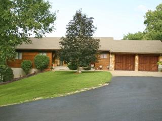 5 Bdrm 4 Bath home on 2 acres with your OWN POOL!!, Branson