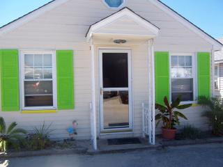 Ocean Block Cottage, Sleeps 6, Pet Friendly, Seaside Park