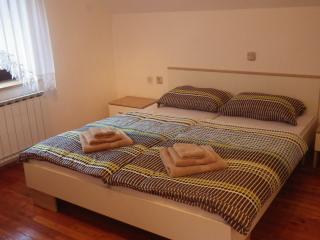 Koren Apartments sleep 7 BBQ 2 balconies riverside, Cerkno