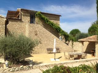 Large stone house,inside heated pool+infiniti out, Gordes