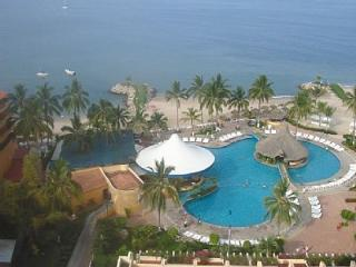 3 BEDROOM 2 BATHROOM BEACHFRONT SUNSCAPE RESORT, Puerto Vallarta