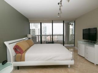 3 Bedroom upgraded modern condo on the bay, Miami