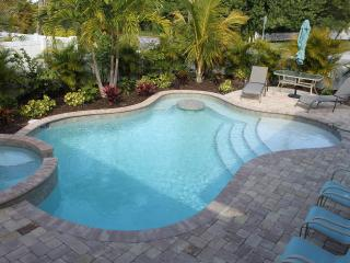 REDUCED TO $179 NIGHTLY -SLEEPS 6 PRIVATE POOL/SPA