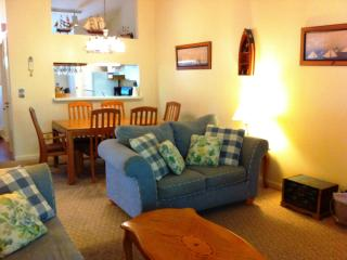 Ocean edge family friendly condo, top floor, Brewster