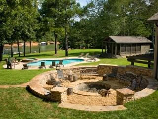 Ark on Lake Lanier 14 Bdrm 12 Bath, Gainesville