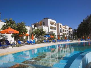 2 BedroomTownhouse στους κήπους των Εσπερίδων στην Πάφο, Paphos