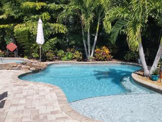 $199++ NIGHTLY UNTIL 2019- sleeps 6 in beds, pool/spa *not good for holidays
