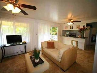Waimea Point Cottage - w/ garden, near beach, Haleiwa