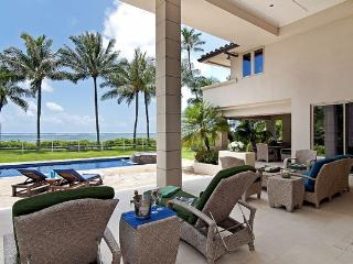 Oceanview Jewel Estate - waterfront home w/ pool, Honolulu