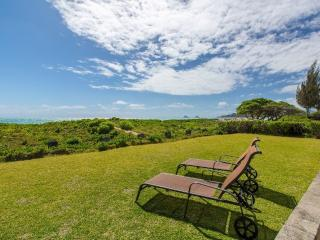 Voyager Beachfront Retreat - clean, great location, Kailua