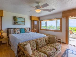 Voyager Beachfront Retreat right on Kailua Beach!