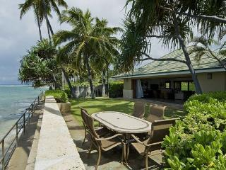 Diamond Head Tiki Estate - w/pool, oceanfront