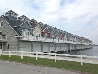 Walk Downtown, Brand New...Boathouse Included!!!, Alexandria Bay