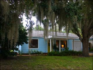 Restored Old Florida w/Bayview, 2Bl to Water!, Clearwater