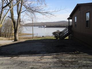 Cabin Feature Easy Access to the Ohio River, Derby