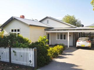 Ingleby Cottage - Victoriana Charm, Healesville