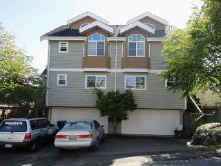 Super location, 3.5 bd, 3.5ba, Free Parking, Seattle