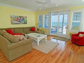 Coastal Dream 5BR OCEANFRONT DUPLEX IN KURE BEACH, Kure Beach
