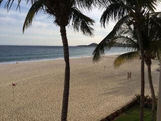 True Beach Front Condo with Incredible Views, San José Del Cabo