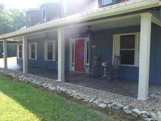 Tranquil cabin located near Gatlinburg, Hartford